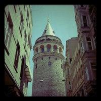 Das Foto wurde bei Galataturm von Burçin volkan Y. am 5/31/2013 aufgenommen