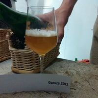 Foto scattata a Brasserie Cantillon Brouwerij da Кирилл Е. il 5/1/2014