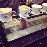 Photo prise au Blue Bottle Coffee par Christina C. le6/20/2015