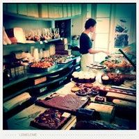 Das Foto wurde bei Rose Bakery von eleartsa am 2/10/2013 aufgenommen