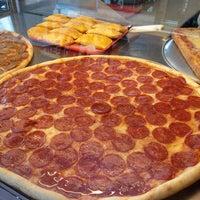 Снимок сделан в Rivoli Pizza пользователем Andrea M. 3/29/2013