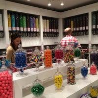 Foto scattata a Stieber's Sweet Shoppe da Andrea M. il 8/14/2014