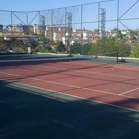 Photo prise au Aykut Barka Parkı Tenis Kortu par Nilüfer A. le4/20/2013