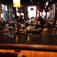 Foto tirada no(a) Bar Louie por Bridgette L. em 11/3/2013