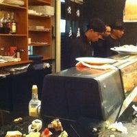 Foto tirada no(a) Aô Sushi Bar por Natalia F. em 1/20/2013