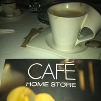 Das Foto wurde bei Home Store Cafe von Eftalya Nur Ö. am 2/20/2013 aufgenommen