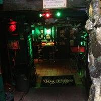 Снимок сделан в College Bar пользователем Fernando O. 7/6/2013