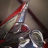 Photo prise au Vintage Cars Inc par Chaz le3/15/2014