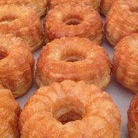 Foto tomada en Semi Sweet Bakery por LA Weekly el 7/29/2013