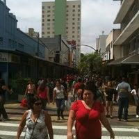 2/9/2013 tarihinde Henrique N.ziyaretçi tarafından Calçadão da Rua Sete'de çekilen fotoğraf