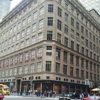 Foto tomada en Saks Fifth Avenue por Andrew M. el 9/30/2012