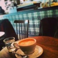 Foto tirada no(a) Gorilla Coffee por Jeff N. em 1/24/2014