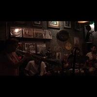 Photo prise au Adhere the 13th Blues Bar par Sinem M. le9/6/2018
