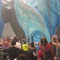 Foto tirada no(a) Sender One Climbing, Yoga and Fitness por Henry D. em 6/15/2013