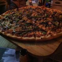 Das Foto wurde bei Flippin' Pizza von ALEJANDRO C. am 8/23/2014 aufgenommen