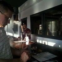 รูปภาพถ่ายที่ Round Guys Brewing Company โดย Adam S. เมื่อ 5/18/2012