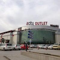 Foto tirada no(a) ACity Premium Outlet por Ali T. em 2/4/2013