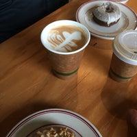 Das Foto wurde bei Mighty-O Donuts von Zoe am 12/17/2016 aufgenommen