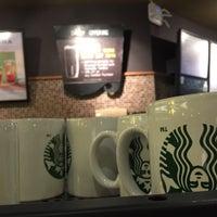 Foto tirada no(a) Starbucks por 杨翼 em 9/28/2016
