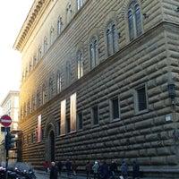 Das Foto wurde bei Palazzo Strozzi von Firenzecard am 2/20/2013 aufgenommen