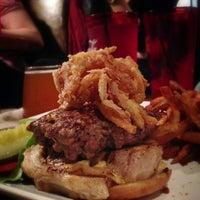 Foto tirada no(a) 80/20 Burger Bar por Chris C. em 12/27/2012