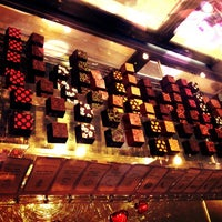 Foto tirada no(a) Moroco Chocolat por Cassey F. em 1/20/2013