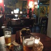 Foto tomada en Indian Bar por Dari F. el 6/16/2014