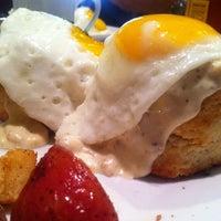 Das Foto wurde bei Sunny Side Up & Coffee Shoppe von Matthew O. am 11/17/2012 aufgenommen