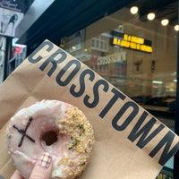 Foto diambil di Crosstown Doughnuts & Coffee oleh Eunice Y. pada 10/21/2019