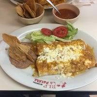 Foto tomada en Burritos La Palma por Manuel Rentería 👖👟🍸 el 1/16/2017