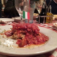 Снимок сделан в Spaghetti Warehouse пользователем mrs. k 12/23/2012