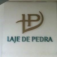Foto tirada no(a) Laje de Pedra Resort Hotel por Rafael S. em 3/9/2013