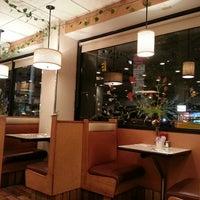 Foto scattata a The Flame Restaurant da Lori Ruff, The LinkedIn Diva il 10/14/2013