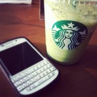 Das Foto wurde bei Starbucks von Papawh T. am 10/4/2013 aufgenommen