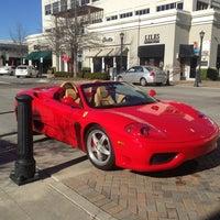 Foto tomada en North Hills Shopping Center por Steve R. el 1/20/2013