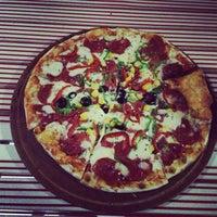 2/6/2013 tarihinde Hande Y.ziyaretçi tarafından Pizzacı Altan'de çekilen fotoğraf