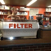 Das Foto wurde bei Filter Coffeehouse & Espresso Bar von Typical S. am 10/24/2013 aufgenommen