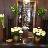 Das Foto wurde bei Hotel Vier Jahreszeiten Kempinski von Amina M. am 5/30/2013 aufgenommen