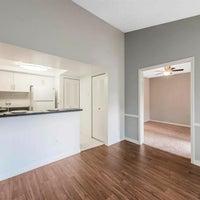 Foto tirada no(a) Kings Colony Apartments por Kings Colony Apartments em 5/17/2018
