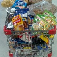 รูปภาพถ่ายที่ Macro Mercado โดย Mauri Q. เมื่อ 2/15/2013