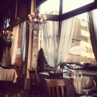 Foto tirada no(a) Mother's Bistro & Bar por Aleia A. em 5/5/2013