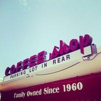 Foto scattata a Harry's Coffee Shop da Jason E. il 8/18/2013