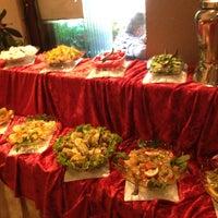 Foto diambil di La Vraie Ambiance Cafe & Restaurant oleh Nilay G. pada 1/23/2013