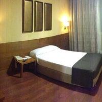 Foto tomada en Hotel Sterling por Roma S. el 7/20/2013