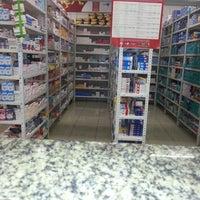 Foto tirada no(a) Farmácia Pague Menos por Priscilla A. P. em 1/27/2013