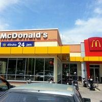 Foto tirada no(a) McDonald's / McCafé por Ng L. em 2/1/2013