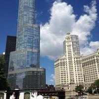 Foto tomada en Chicago Architecture Foundation River Cruise por Dan P. el 8/1/2013
