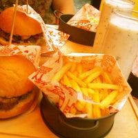 Foto diambil di City Burger oleh Hande Selen pada 7/9/2013