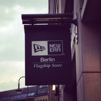 Foto scattata a New Era Flagship Store Berlin da Mike K. il 5 7 ... 6f38ffff8a3d