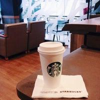 Photo prise au Starbucks par Evi J. le2/27/2014